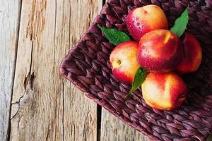 nectarinas maduras foto