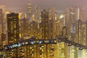 edifício residencial de classe média em hong kong foto