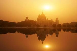 victoria memorial lago reflexão no pôr do sol