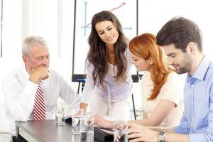 empresários discutindo na reunião