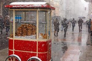 bagel como uma famosa comida de rua na Turquia foto