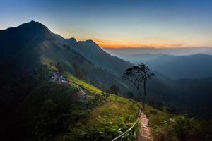 o nascer do sol em kaochangpuek Tailândia foto