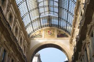 telhado da galeria em milão foto