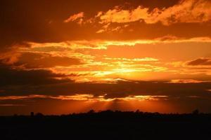 pôr do sol escuro-2 foto