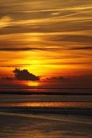 pôr do sol do mar do norte