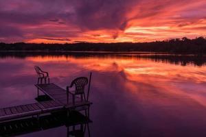 pôr do sol do norte de minnesota foto