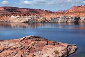a água e a baía verde do canyon antílope foto