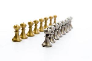 jogo de xadrez - peões em uma linha foto