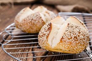 rolo de pretzel (com gergelim)