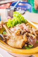 sopa de macarrão de pato da Tailândia. foto