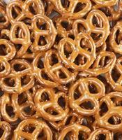 pilha de pretzels foto