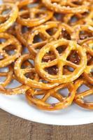 close-up pão assado pretzel lanche