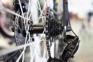 transporte com corrente roda traseira esportes mountain bike foto