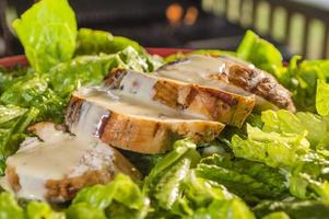 salada de frango caesars foto
