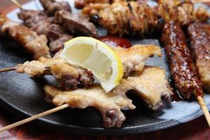 "churrasco de frango estilo japonês ""yakitori"" foto"