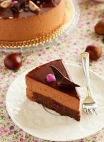 bolo de chocolate com brownie com mousse de castanha. foto