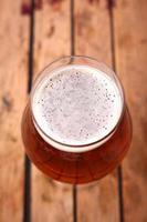 cerveja âmbar em uma caixa foto