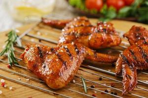 asas de frango grelhado