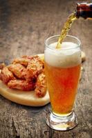 asas de frango frito com molho de pimenta doce foto