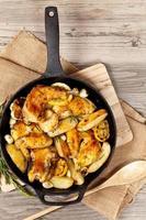 coxas de frango assadas com alecrim foto
