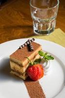 bolo de chocolate morango foto
