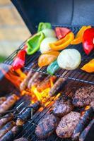 churrasco com carne e legumes