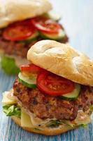 hambúrgueres frescos foto