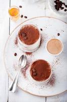 sobremesa tiramisu em um copo. italiano tradicional.