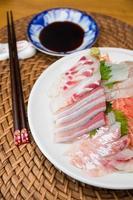 sashimi japonês foto
