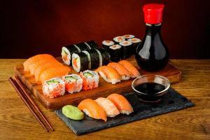 natureza morta com sushi foto