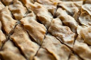 baklava, sobremesa turca feita de massa fina, nozes e mel.