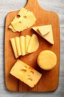 sortimentos de queijos. ainda vida. foto