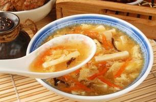 sopa quente e azeda foto