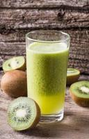 suco de kiwi foto