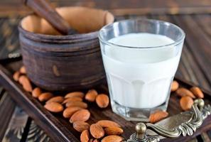 leite de amêndoa foto