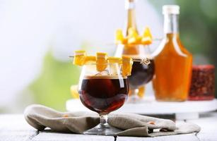 cocktail expresso servido na mesa foto