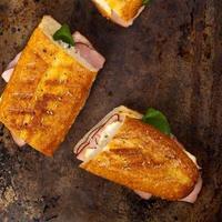 sanduíche de queijo e presunto foto