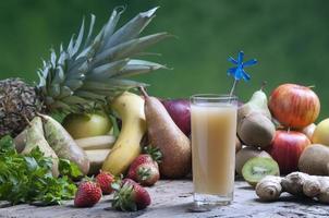 sumos de frutas misturados na hora