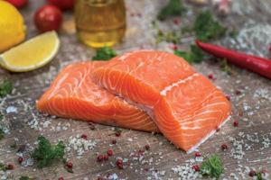 filé de salmão. filé de salmão fresco e bonito foto