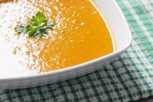tigela de sopa de abóbora foto