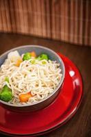 sopa de macarrão asiático foto