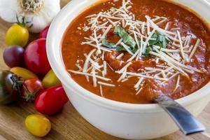 sopa de tomate caseiro fresco foto