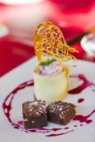 brownie e sorvete de baunilha tiro macro foto