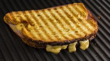 torradas de presunto e queijo foto