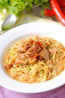 caril macarrão khao soi comida tailandesa foto