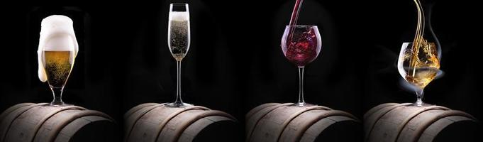 conjunto de bebidas de álcool isolado em um preto foto