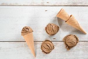 casquinha de sorvete marrom vista superior foto
