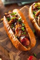 bacon caseiro embrulhado cachorros-quentes foto