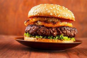 hambúrguer com abacaxi foto