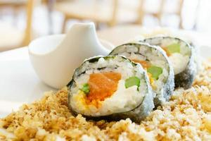 salmão creme queijo sushi maki